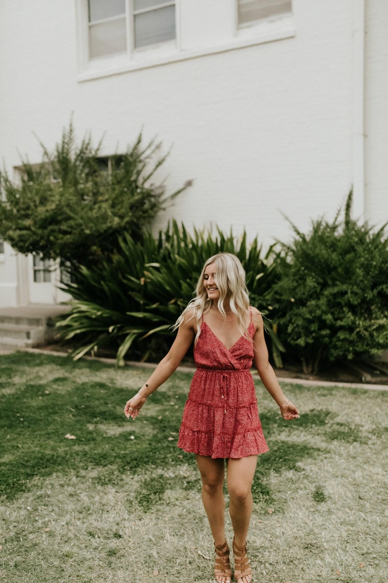 Megan Claire Photography | Phoenix Arizona Wedding and Engagement Photographer. Arizona State University grad photoshoot. Graduation photos at Old Main @meganclairephoto