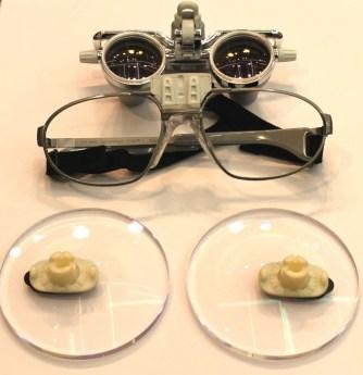 専用のルーペに近視レンズを取り付け 加工直前