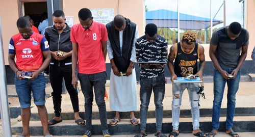 Ibadan 'Yahoo boys' unleash dog on EFCC operatives