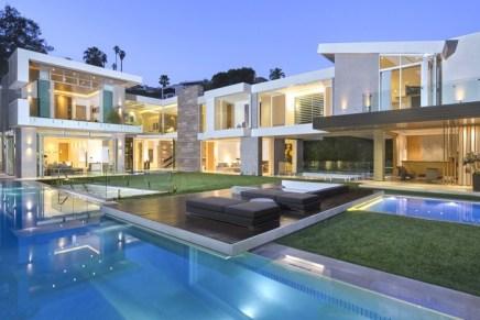 [SOLD] Esta mega mansión de vidrio con asombrosas características ya tiene nuevos dueños