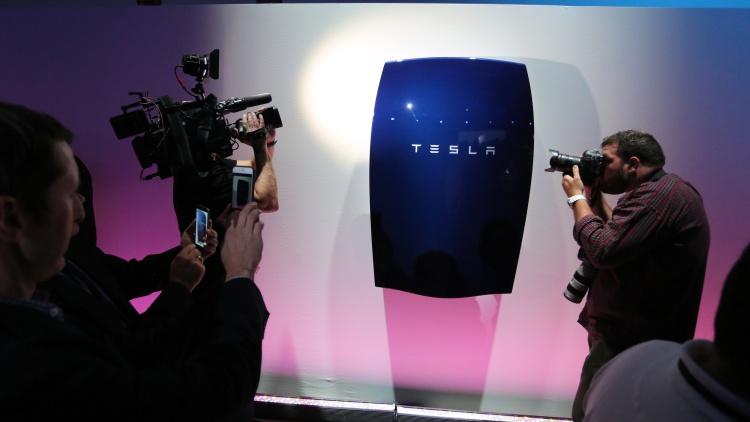 La Batería Tesla Powerwall Creada Por El Genio Elon Musk Que Proporcionará Energía A Casas Y Fábricas