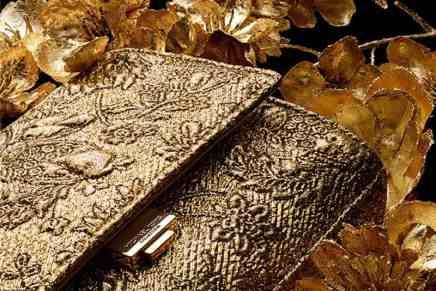Yasmeen Golden Clutch firmada por Michael Kors