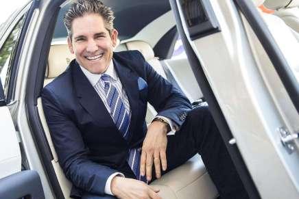 Este millonario hecho con esfuerzo propio te da su mejor consejo para que cumplas tu sueño de hacerte rico