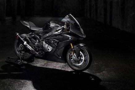 La temible motocicleta BMW HP4 Race hecha en fibra de carbono ¡Está BRUTAL!