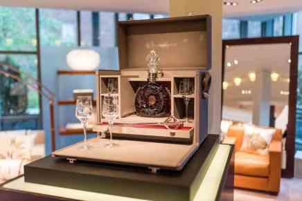 El exclusivo coñac Louis XIII L'Odyssée d'Un Roi alcanza RÉCORD en subasta de Sotheby's de ¡$558.000!