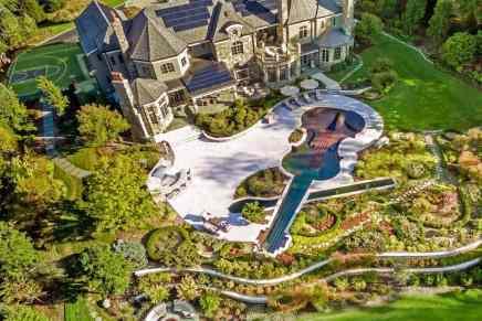 ULTRA exclusiva propiedad de 5.05 acres con un SPA y una piscina de 90' en forma de VIOLÍN, a la venta por $9.975 millones