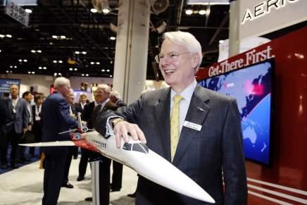 El multimillonario Robert Bass negocia con General Electric para crear un lujoso jet supersónico de $120 millones
