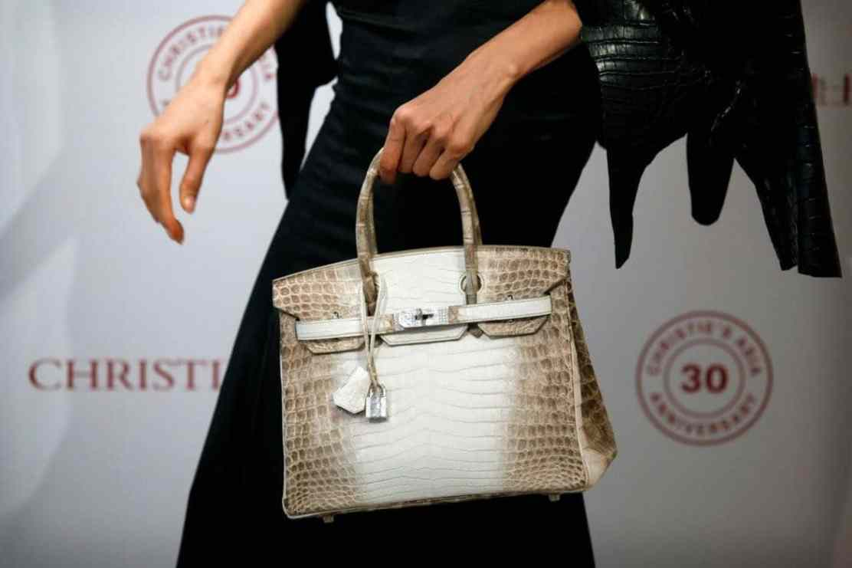 """Bolso """"Hermès Birkin"""" se vende por el nuevo récord mundial de $380.000 en una subasta"""