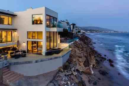 Esta hermosa mansión contemporánea frente a la playa en Malibú, California está a la venta por $13.8 millones