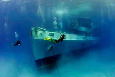Desde BARCOS HUNDIDOS hasta una ciudad recreada: Experiencia submarina en Islas Caimán