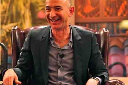 Cómo Jeff Bezos ganó $100 MIL MILLONES y se convirtió en el hombre más rico del mundo