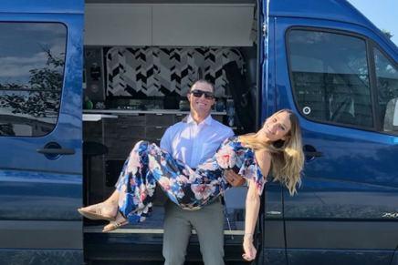 Conozca Mike y Jessica Shisler, la pareja que empacó toda su vida en una furgoneta para recorrer EE.UU. ¡Para el próximo verano planean haber visitado todos los estados!
