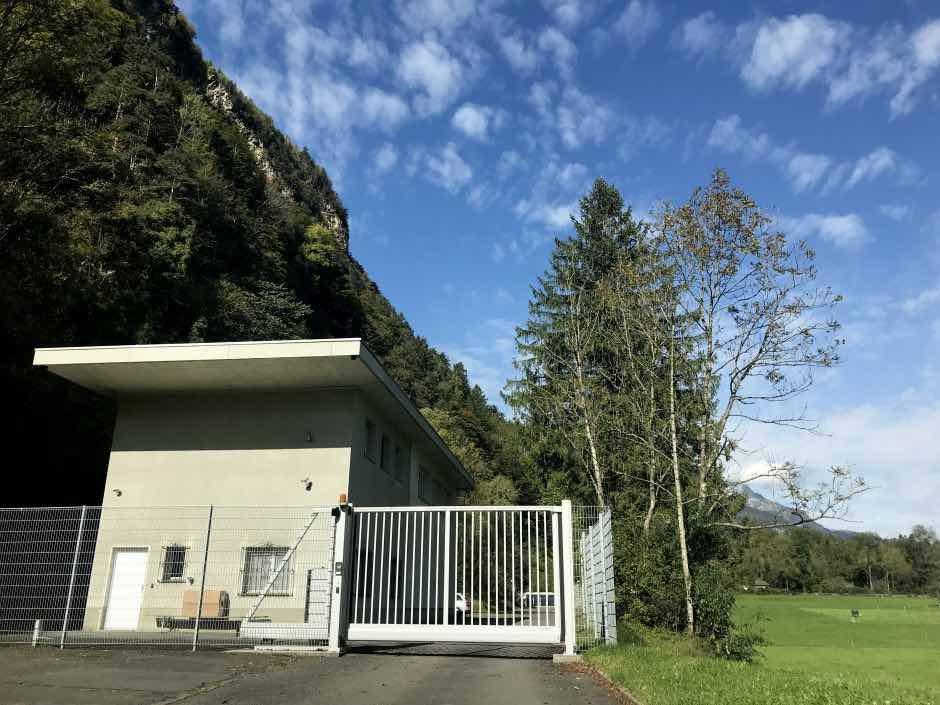 Echa un vistazo dentro de este ultra seguro búnker militar en los Alpes el cual almacena millones de Bitcoins