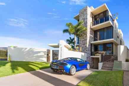 Mega espectacular mansión frente al agua y de estilo contemporáneo en Queensland, Australia a la venta por $7,2 millones