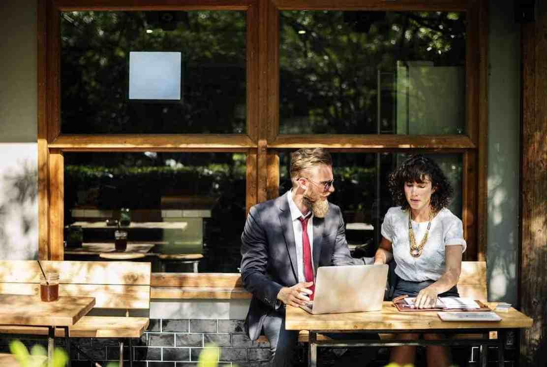Mujer y Hombre de negocio