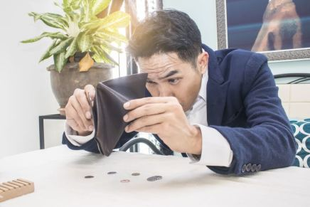 7 malos hábitos que te impiden hacer más dinero