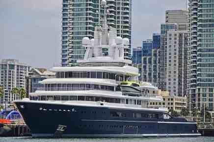 La corte ordena a oligarca ruso entregar su mega yate de $500 MILLONES como parte del acuerdo de divorcio con su esposa