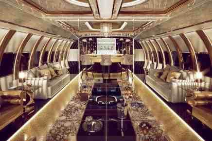 Airbus A340: Este jet privado, diseñado para un jeque del Medio Oriente está equipado con lámparas chandeliers de oro, lavabo con cristal Swarovski y un bar iluminado