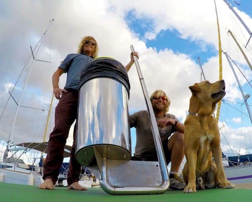 Dos surfistas australianos quieren sacar la basura del mar con el ?Proyecto Seabin? y tú puedes apoyarlos