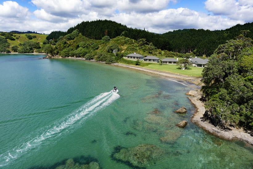 """Multimillonario ruso del acero abre el mega espectacular """"Helena Bay Lodge"""" en Nueva Zelanda"""