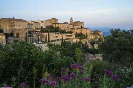 """Hotel """"La Bastide de Gordes"""": ULTRA lujoso castillo ancestral construido a la orilla de un acantilado"""