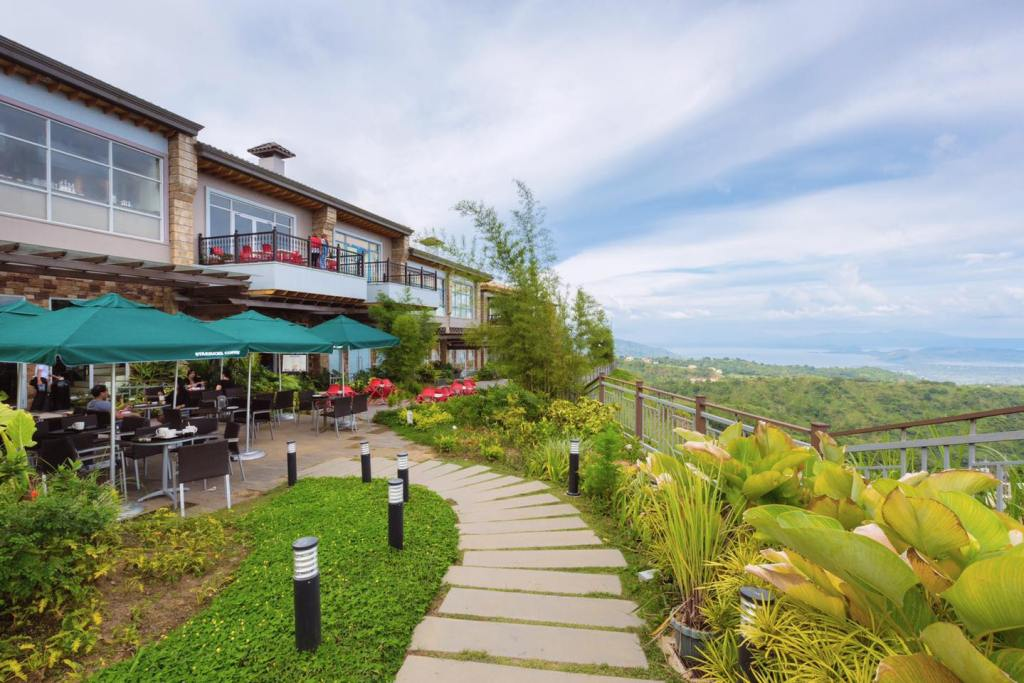 Starbucks: Where To Eat In Tagaytay With View