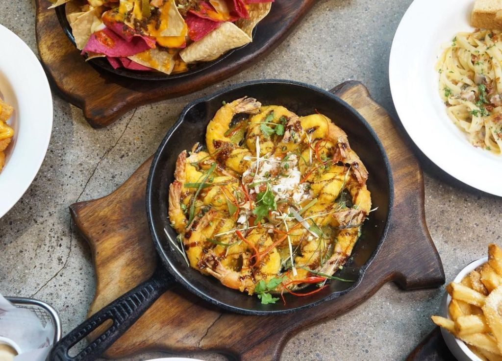 Tipsy Pig Gastropub: Where To Eat In BGC At Night