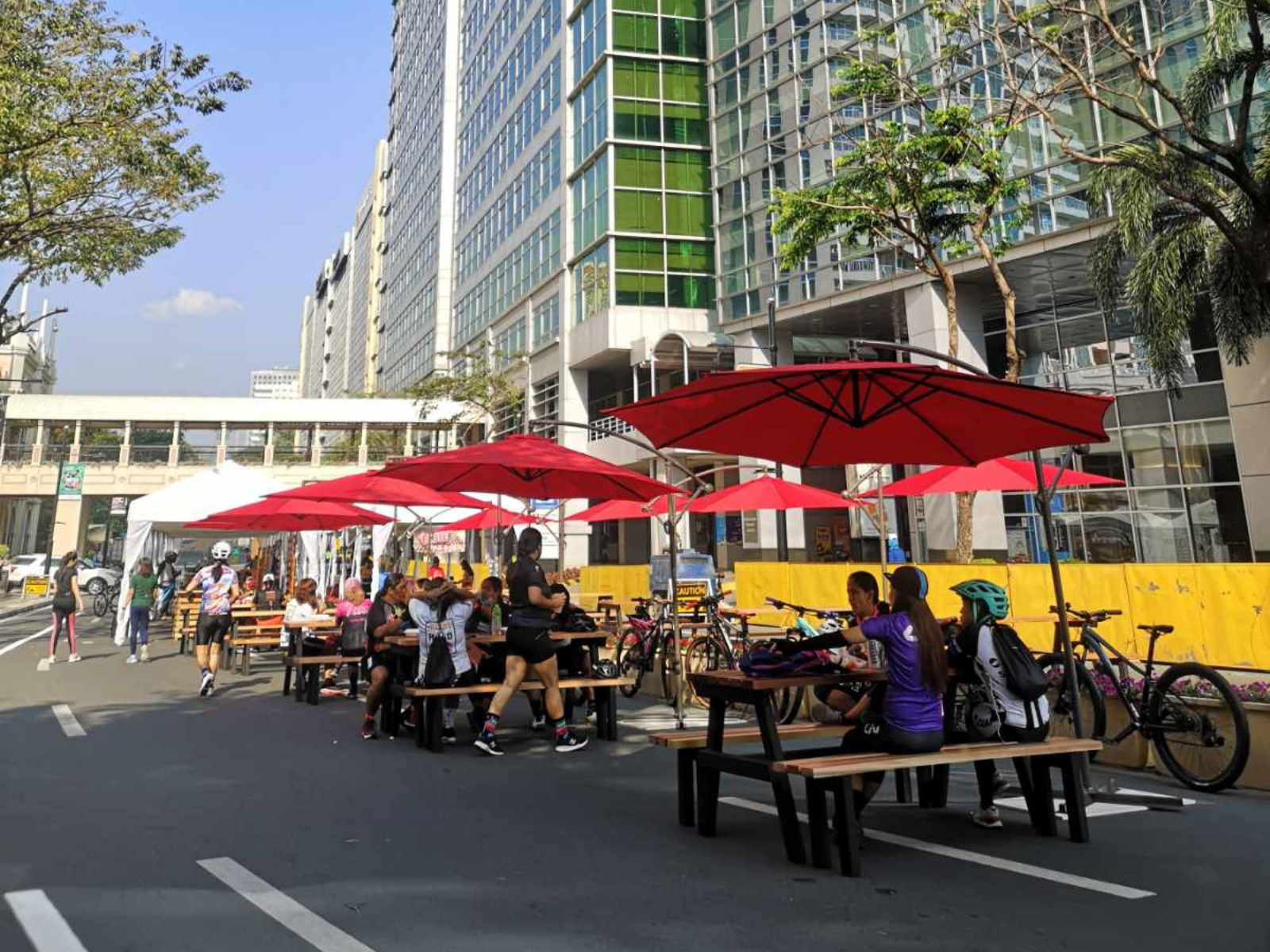 McKinley Hill's Fit In The City Alfresco Dining Area