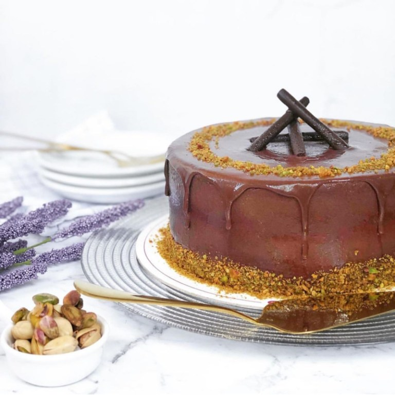Those who like nuts and chocolate should try Cara Mia's Pistaccio Cioccolato (P1020). This thing of beauty is expertly made with decadent chocolate flavored chiffon, and then layered with pistachio filling. The delicious finish is an oh-so yummy (and healthy) dark chocolate on top!