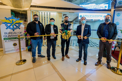 Present during the ribbon-cutting ceremony of the new BOQ satellite office in Eastwood City were: (L-R) Dr. Roberto Salvador Jr., Deputy Director, Bureau of Quarantine; Dr. Ferdinand Salcedo, Director, Bureau of Quarantine; Usec.Gerardo Bayugo, Undersecretary, Department of Health; Rene Arnobit, head of Mall Operations, Megaworld Lifestyle Malls; Mike Lao, AVP, Special Projects, Megaworld Lifestyle Malls.