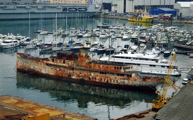Former Presidential Yacht Williamsburg In Woeful But