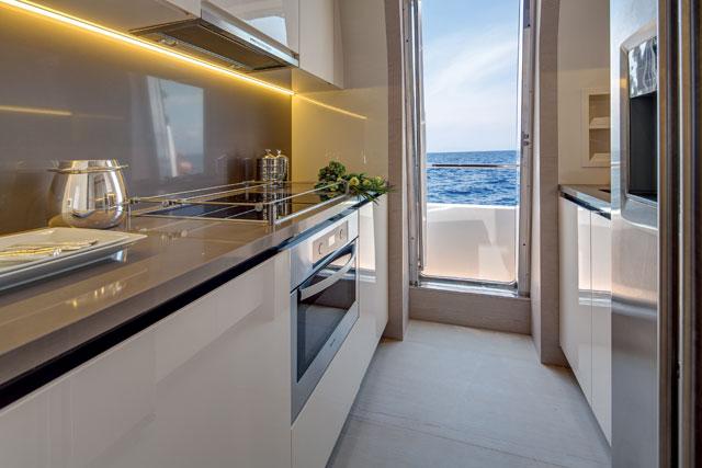 Megayacht News Onboard: Azimut 80