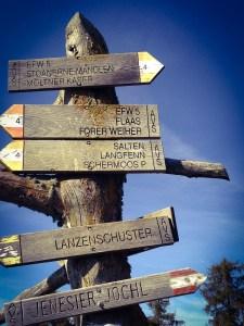 trails-588444_1280
