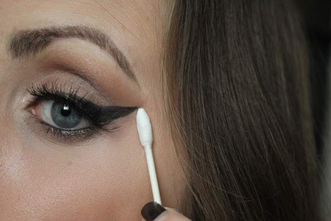 Qtips Holiday Glam Tricks Winged Liner