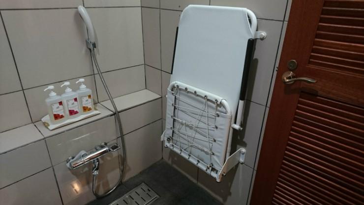 こちらもシャワーチェア完備。