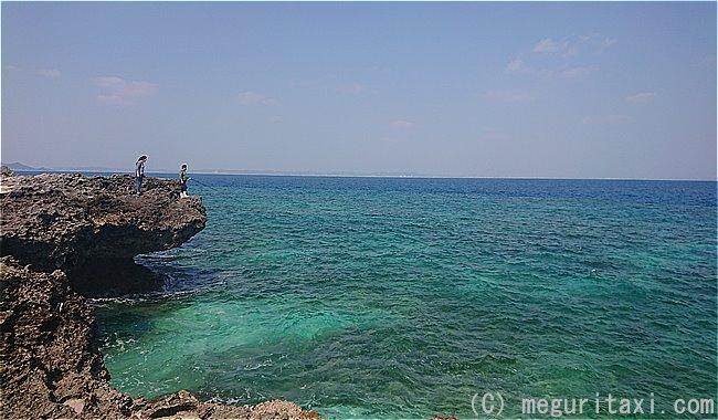久高島カベール岬から見えるコバルトブルーの海