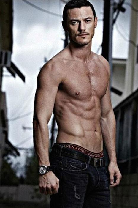 Luke-Evans-shirtless