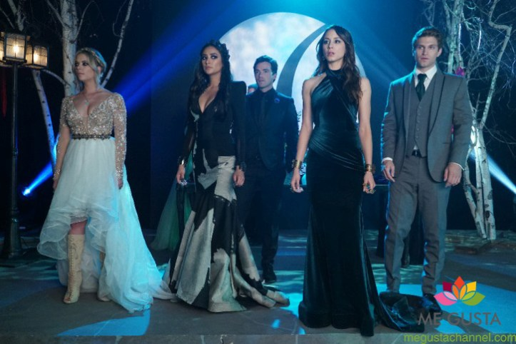 """PRETTY LITTLE LIARS - """"Last Dance"""" - It is prom time at Rosewood High, except for Alison, Aria, Emily, Hanna and Spencer who have been banned due to """"security"""" concerns. As the girls see this as the final humiliating blow to their high school careers the girls' mothers try to make the best of a bad situation by offering a home prom in Spencer's barn. At first reluctant, the PLLs agree and try to make the best out of a bad situation. But one to never miss a formal, Charles has other plans in store to make this a night they will never forget. Meanwhile, Veronica, Pam, Ashley and Ella use prom night to touch base on everything that has happened to their daughters, on an all-new episode of ABC Family's hit original series """"Pretty Little Liars,"""" airing Tuesday, August 4th (8:00 - 9:00 PM ET/PT). (ABC Family/Eric McCandless) ASHLEY BENSON, SHAY MITCHELL, IAN HARDING, TROIAN BELLISARIO, KEEGAN ALLEN"""