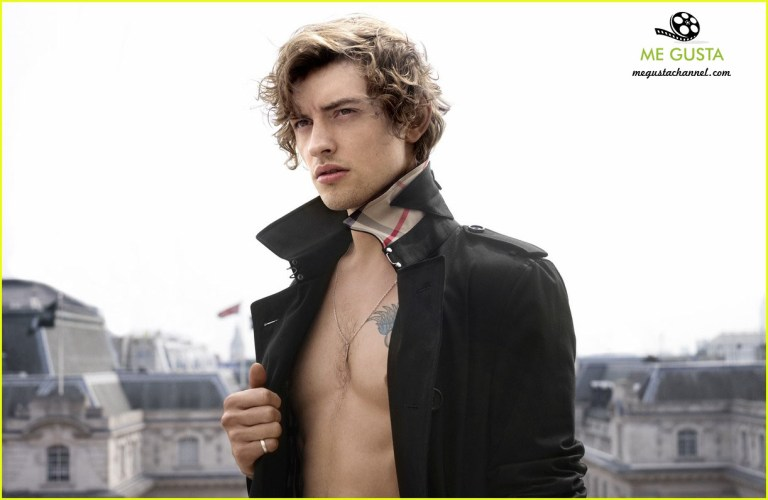 british-actor-josh-whitehouse-stars-in-new-burberry-campaign-01 copia