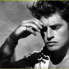 gregg-sulkin-goes-shirtless-and-flashes-his-abs-for-raw-01