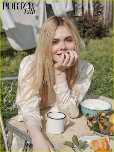 elle-fanning-spit-on-and-made-out-with-extras-while-filming-how-to-talk-to-girls-at-parties-03
