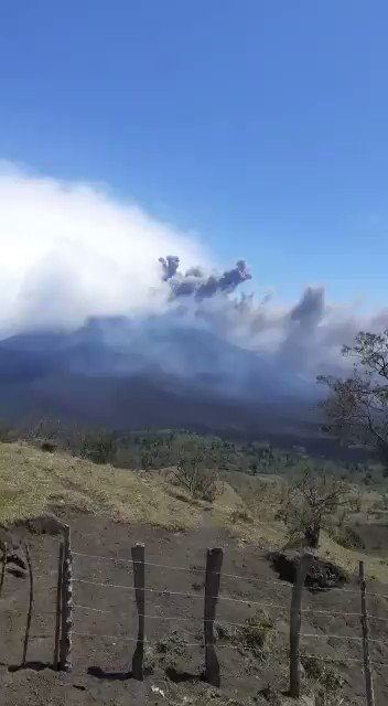 JUST IN - Violent eruption of the Pacaya Volcano in Guatemala.