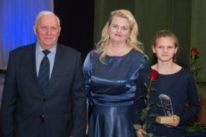 Räpina Vallavolikogu esimees Teet Helm, vallavanem Enel Liin ja Kirkeliis Lillemets. Foto: Andrus Karpson