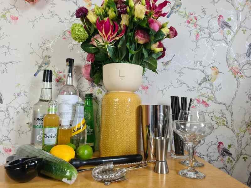 Moonpig flowers and cocktails