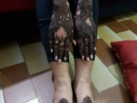 Simple Centrally placed circular henna design for legs and foot