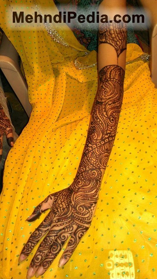 bridal left hand full mehnid designs start form finger and and to shoulder
