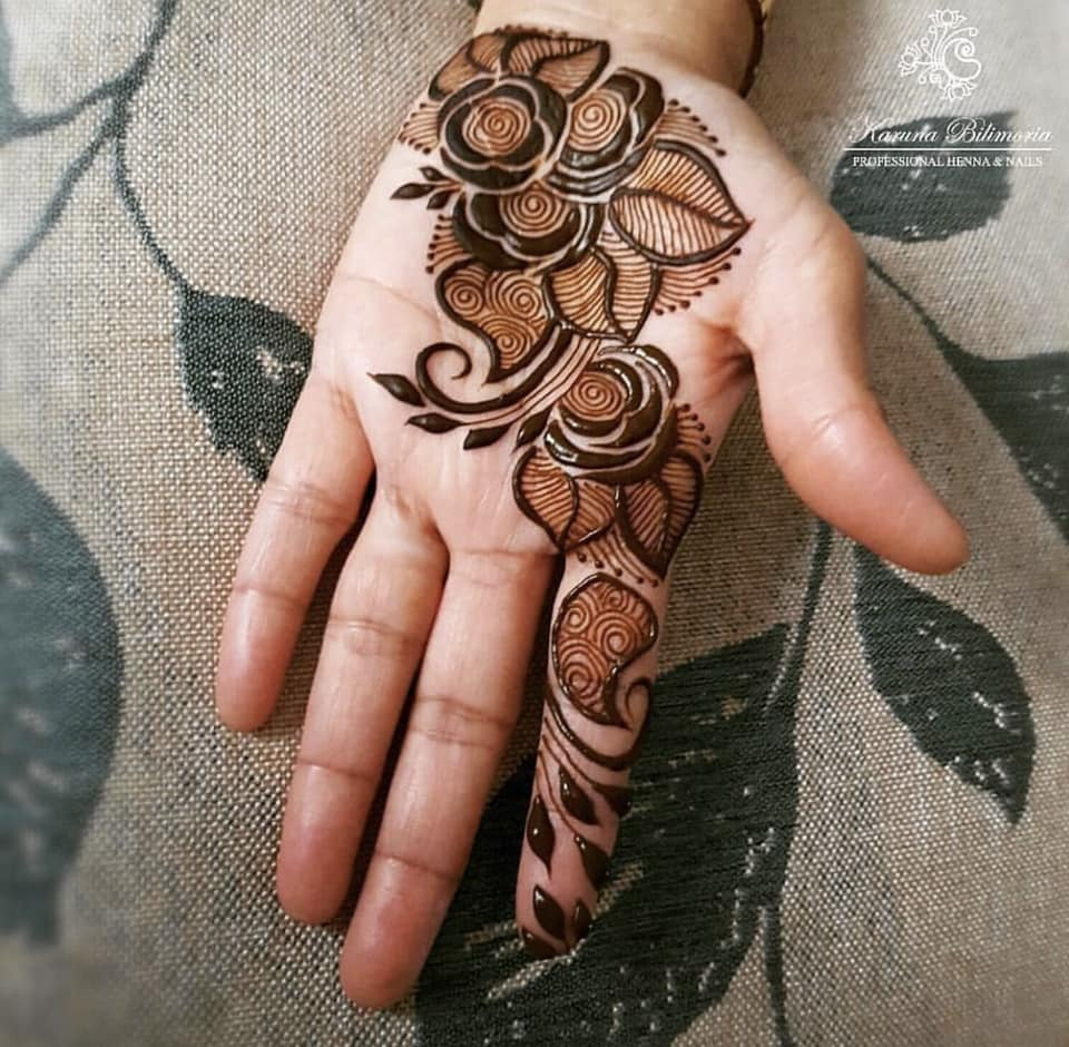 cute front hand easy henna designs