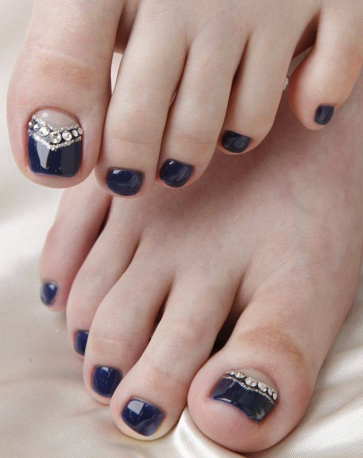 Black, Nude and Emerald Short Nails on foot