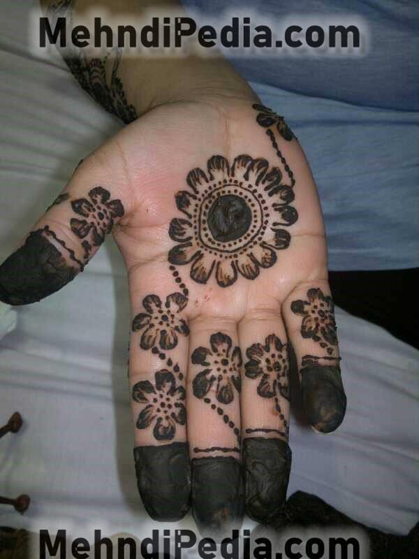 front hand circle mehndi designs