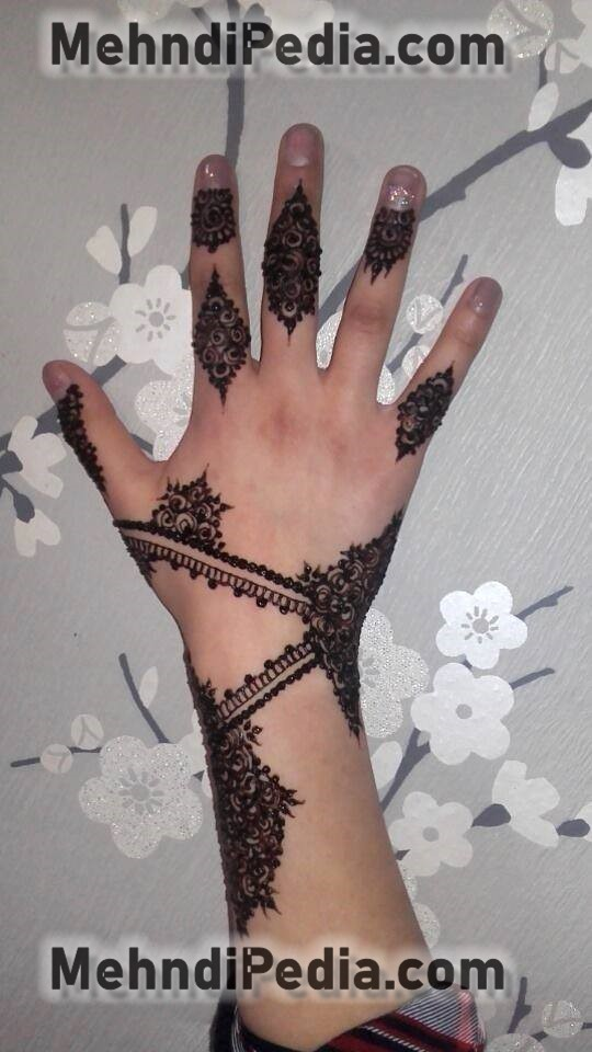 stylish back hand collage girl mehndi designs